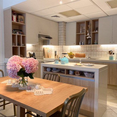 A kitchen with a dining table by Vianne Khoury